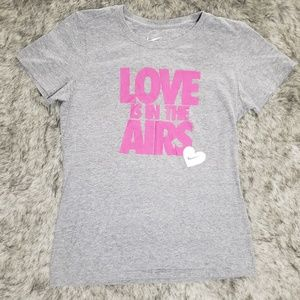Nike Love Is In The Airs T-Shirt Size L Slim Fit